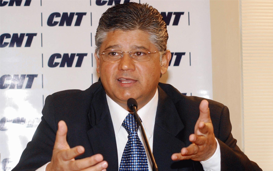 Ex-senador critica renúncia de gastos do governofederal